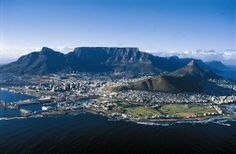 Table Mountain (Afrikaans: Tafelberg) is a flat-topped mountain forming a prominent landmark overlooking the city of Cape Town in South Africa, and is South Africa Tours, Cape Town South Africa, Cool Places To Visit, Places To Travel, Travel Destinations, Africa Destinations, Table Mountain Cape Town, 7 Natural Wonders, Imagines