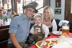 bob haircut Zum ersten Mal nahmen Phillip und Claudia Lahm ihren Sohn Julian mit auf das Oktoberfest. Weiterklicken!