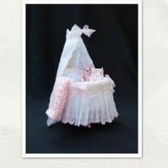 Cómo Tejer una Rebeca de Bebé de Punto a Dos Agujas Baby Doll Nursery, Baby Dolls, Miniature Dollhouse Accessories, Barbie Clothes Patterns, Baby Prams, Baby Furniture, Baby Knitting Patterns, Cool Baby Stuff, Dollhouse Furniture