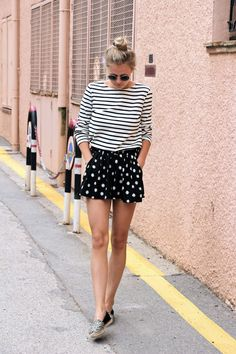 mix of prints summer outfit with a striped long sleeve tee, polka dot shorts and espadrilles. Perfect outfit to re-create for fashion lovers that need a cute street style outfit Cool Outfits, Summer Outfits, Casual Outfits, Fashion Outfits, Fashion Trends, Mode Top, Vetement Fashion, Polka Dot Shorts, Polka Dots