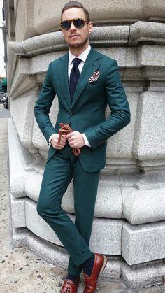 Inspiratie voor de bruidegom; een groen trouwpak met witte ...