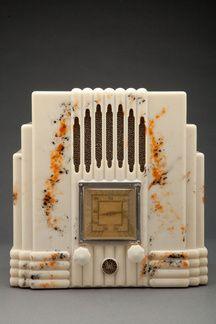 1930s Skyscraper Bakelite Radio. Love!!