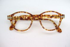 Very beautiful pair of mens or womens robert la roche eye wear. They are in excellent vintage condition and very beautiful. Clean strong hinges. They have no lens in. Ready to have your Rx or sunglasses lens put in. Please ask any questions. I have more eyeglasses listed. I have more eyeglasses listed.Check out my shop for more unique vintage eye wear. http://www.etsy.com/shop/Vintage50sEyewear or check out my husbands shop at http://www.etsy.com/shop/VintageOpticalFrames Lens size - 48mm…