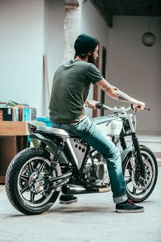 Yamaha XS 400 by Kruz Company rear with rider
