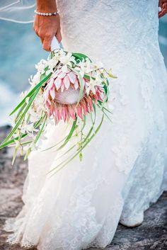 Beach bride wedding bouquet of king protea Beach Wedding Reception, Beach Wedding Flowers, Beach Wedding Photos, Beach Wedding Decorations, Bridal Flowers, Floral Wedding, Beach Ceremony, Wedding Ideas, Hawaii Wedding