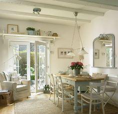 Кухня/столовая в  цветах:   Белый, Светло-серый, Серый, Бежевый.  Кухня/столовая в  стиле:   Кантри.