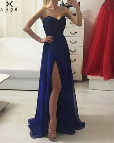 Rochii Banchet 2018 - Rochie Albastra Lunga din Voal si Corset din Pene - AngeAtelier.ro Gala Dresses, Evening Dresses, Strapless Dress Formal, Formal Dresses, Fashion Dresses, Women's Fashion, Pretty Dresses, Asian, Outfits