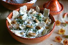 Fatteh: Original lebanese salad of chickpeas and yogurt. Chickpeas, Lentils, Lebanese Salad, Yogurt, Camembert Cheese, Potato Salad, Salads, Beans, Aglio
