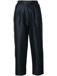 ISA ARFEN cropped tapered trousers. #isaarfen #cloth #trousers