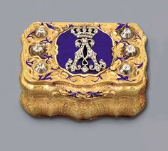 A German Paste-Set and Enamelled Gold Royal Presentation Snuff Box, 1880.