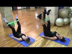 Ejercicios con banda elástica para tonificar el cuerpo - Circuito (5/5) - YouTube                                                                                                                                                                                 Más