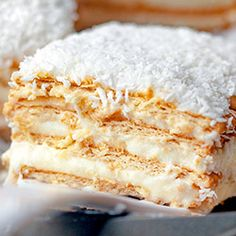 Raffaello na herbatnikach. Raffaello on biscuits. Cake without baking. Coconut cake made of ready-made cakes and pu Dessert Cake Recipes, Sweet Desserts, Sweet Recipes, Delicious Desserts, Yummy Food, Polish Desserts, Sweet Pastries, Pastry Cake, Food Cakes