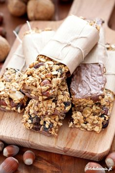 Dulce de Leche Muesli Bars with a bit of Milk Chocolate. No Eggs, Gluten-Free! Muesli Bars, Small Tea, Nutrition Bars, Tea Time, Cookie Recipes, Recipies, Gluten Free, Treats, Cheese