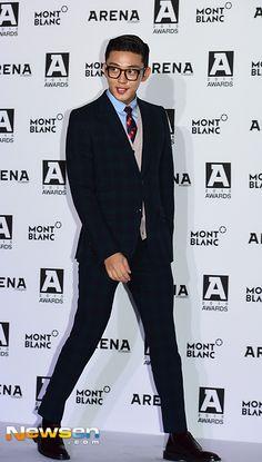 [Photos] Yoo Ah-in stuns in classic preppy look @ HanCinema :: The Korean Movie and Drama Database Korean Men, Asian Men, Korean Celebrities, Korean Actors, Cleft Chin, Hidden Movie, Movie Of The Week, Kdrama, Yoo Ah In