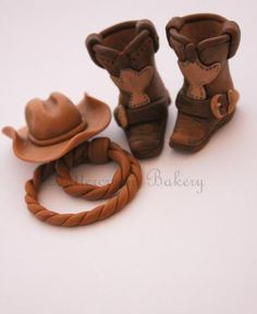 LOVE these fondant cowboy boots!! The Extraordinary Art of Cake: January 2013