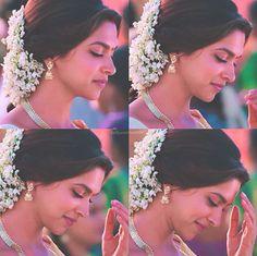 Deepika Padukone in Chennai Express Deepika Padukone Movies, Deepika Padukone Saree, Kasavu Saree, Chennai Express, Marathi Bride, Church Wedding, Beauty Queens, Beautiful Eyes, Beautiful Actresses