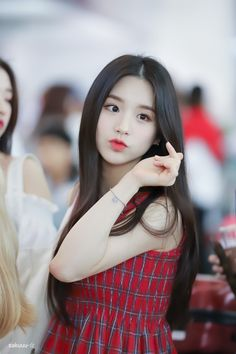 Find images and videos about loona and heejin on We Heart It - the app to get lost in what you love. Sooyoung, South Korean Girls, Korean Girl Groups, Hot Pink, Cute Korean, Ulzzang Girl, Ulzzang Couple, Aesthetic Girl, Your Girl