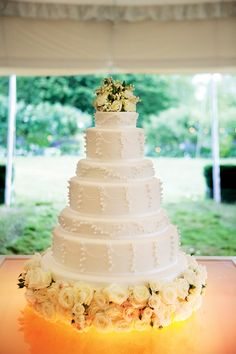 Kyla Gold Lush Garden Wedding Inspiration | kate moss wedding cake from vogue