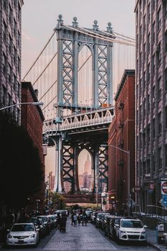 View of the Brooklyn Bridge from Brooklyn street. New York City by WORLD OF WANDERLUST. top places to visit on your first trip to New York. New York City Guide. Whats Wallpaper, New York Wallpaper, City Wallpaper, Photographie New York, Travel Photographie, New York Pictures, New York Photos, City Aesthetic, Travel Aesthetic