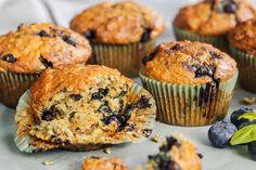 Saftige blåbærmuffins med vaniljekesam | Coop Mega Muffins, Cupcake, Drink, Baking, Breakfast, Healthy, Tips, Food, Morning Coffee