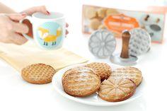 Receta de galletas para Navidad con Turrón de Jijona. Decoradas con los sellos para galletas de Nordic Ware
