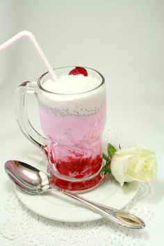 Faloodas are great for summertime weddings outdoor. It's a cold beverage made of sweetened vermicelli noodles, ice cream, milk, rose syrup and crushed ice. While these are the basic ingredients, some faloodas are made with more components like jelly, fruits and nuts to add beautiful layers of color.