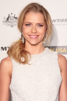 Teresa Palmers blonde, ponytail hairstyle hair-and-beauty