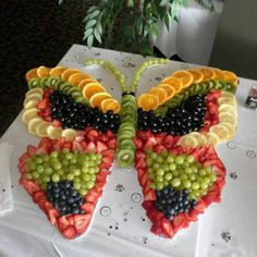 These party platter ideas will blow your mind! Not your average Veggie Tray or Fruit Tray! Learn how to create themed vegetable and fruit trays for your holiday party! Butterfly Birthday Party, Butterfly Baby Shower, Butterfly Food, Butterfly Shape, Butterfly Garden Party, Garden Birthday, Butterfly Cakes, Butterfly Print, Monarch Butterfly