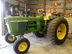 Old John Deere Tractors, Jd Tractors, John Deere 2010, Tow Truck, Farms, American, Friends, Classic, Green