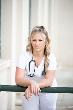 2 year nursing programs in nyc Nursing Graduation Pictures, Nursing Pictures, Graduation Picture Poses, Nursing School Graduation, Graduation Photoshoot, Grad Pics, Nursing Party, Top Nursing Schools, Nursing Students