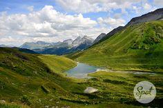 Arosa Älplisee Panorama overlooking the canton Graubünden. Not far away restaurant Alpenblick. #swissspots