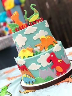 Baby G Is 1 + A Dino Themed Birthday Party dinosaur-cake-birthday-boy Dinosaur First Birthday, Boys 1st Birthday Cake, Boy Birthday Parties, Third Birthday, Baby Boy Birthday Themes, Funny Birthday, Birthday Ideas, Fete Laurent, Dino Cake