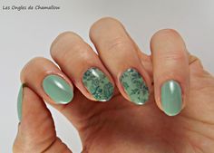 Green Floral Stamping Water Decals Nail http://lesonglesdechamallow.blogspot.fr/2014/07/la-manucure-de-la-loose-ou-comment-jai.html
