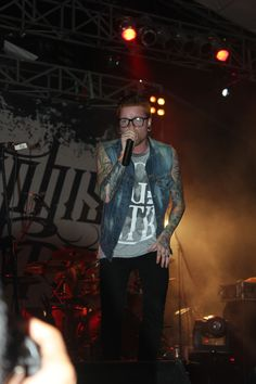 Matty Mullins of Memphis May Fire looks so damn cool!