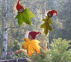 Zur Zeit gibt es ja so viel schönes Herbstlaub. Mit etwas Tonpapier sind dann diese kleinen Wichtel entstanden. Sie verschönern jetzt unsere Fenster im Haus...
