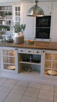 Kitchen Pantry Design, Rustic Kitchen Design, Kitchen Layout, Home Decor Kitchen, Interior Design Kitchen, Home Kitchens, Very Small Kitchen Design, Kitchen Cabinet Remodel, Farmhouse Kitchen Cabinets