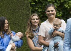 Nu är alla de tre prinsessorna mammor. Victoria, Madeleine och Sofia är tillsammans på Öland med alla barnen. 2016