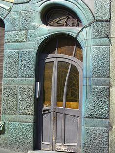 Maison Coilliot, 14 rue de Fleurus, 59000 Lille – Architecte Hector Guimard, 1898-1900 by Yvette Gauthier, via Flickr