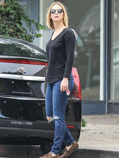 Jennifer Lawrence Casual Outfits : Beauty in Simplicity Jannifer Lawrence, Lawrence Street, Lawrence Photos, Pelo Jennifer Lawrence, Casual Street Style, Celebrity Style, Casual Outfits, Celebs, My Style