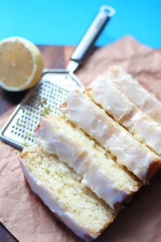 Vegan Lemon Loaf This ridiculously easy lemon loaf topped with a sweet-tart lemon glaze is to die for! This recipe is simple, vegan, and a must have for all lemon lovers!This ridiculously easy lemon loaf topped with a sweet-tart lemon glaze is to die for! Healthy Vegan Dessert, Vegan Dessert Recipes, Vegan Treats, Vegan Foods, Vegan Dishes, Baking Recipes, Vegan Lemon Desserts, Dinner Healthy, Recipes Dinner