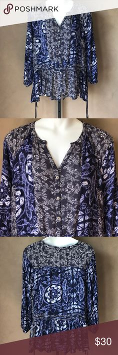 Free People Top Size Large Blue and white button up long sleeve top. Pre-owned in good condition one flaw side father  string missing see last pic. Free People Tops Blouses