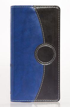 NVI, Contorno fino, tamaño para bolsillo o bolso de mano, Tipografia altamente legible, Piel italiana dos tonos,Tabla de pesas y medidas Glosario de la NVI Zip Around Wallet, Detail, Contouring, Blue Nails, Black, Two Tones, Weights, Pockets, Bible