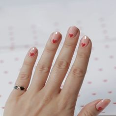 Gif Nail Art How-To: Printed Paper Hearts Learn how to create a sweet Valentines Day nail look Classy Nails, Simple Nails, Cute Nails, Pretty Nails, Glitter Nail Art, Nail Art Diy, Fall Nail Art, How To Nail Art, Heart Nail Art