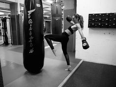 Fashionable Fit Kick Boxing Cardio training | BAYSE ACTIVEWEAR BASICS & ESSENTIALS | SHOP NOW | FREE SHIPPING AND RETURNS | AU fitness inspiration motivation fitspiration health running yoga pilates