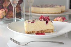 Valkosuklaa-mustaherukka moussekakku – Yummy Baker Vanilla Cake, Cheesecake, Desserts, Food, Kitchen, Healthy, Vanilla Sponge Cake, Cooking, Meal
