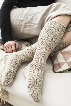 Skill Level: Intermediate These knee-high lace stockings from Novita Nalle yarn have a beautiful recurring pattern. Free Pattern More Patterns Like This! Lace Socks, Knitted Slippers, Wool Socks, Crochet Slippers, Loom Knitting Patterns, Lace Knitting, Knitting Socks, Knitting Tutorials, Knitting Machine