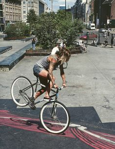 Free Style on Fixed Gear ---- Fixed chix, THAT'S WHAT I'M TALKIN BOUT. Reppin it…