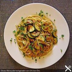Spaghetti mit Studentenfutter und Zucchini, ein gutes Rezept aus der Kategorie Dünsten. Bewertungen: 23. Durchschnitt: Ø 4,0.