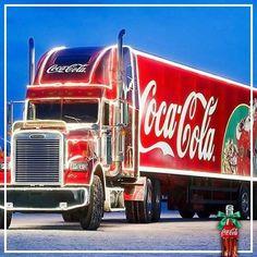 Der Klassiker zur Weihnachtszeit: Die Coca-Cola Weihnachstrucks kommen! Schaut vorbei, wenn Santa Claus mit weihnachtlicher Botschaft auch in eure Nähe kommt und jede Menge #Weihnachtsfreude mitbringt!   Alle Termine: www.coke.de