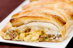 Breakfast Braid {Mother's Day Recipe} This dish was meant for brunch. Sausage, egg, and cheese, all beautifully braided in bread. The recipe is easy to execute… Breakfast Braid Recipe, Breakfast Desayunos, Breakfast Dishes, Breakfast Recipes, Breakfast Ideas, Sausage Breakfast, Breakfast Casserole, Think Food, I Love Food